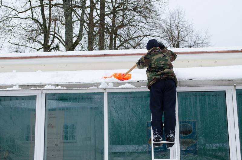 Ways To Avoid Injury While Cleaning Snow From Your Roof